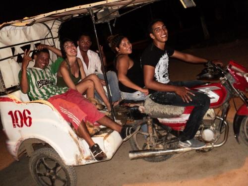 Mompox, Colombia, saliendo de un picó abortado por la policía por una pelea. Uno de los viajes más locos de mi vida (falta Dani en el transporte, el fotógrafo).