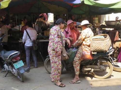 Como diría el homenajeado de esta entrada: la camboyana es muy de salir en pijama a la calle. Un ejemplo de ello...