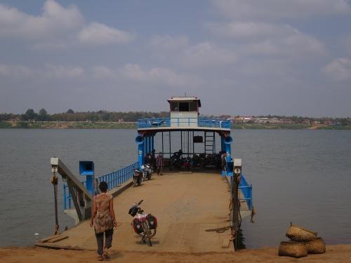 Ferry a Stung Trong, Camboya, 2014