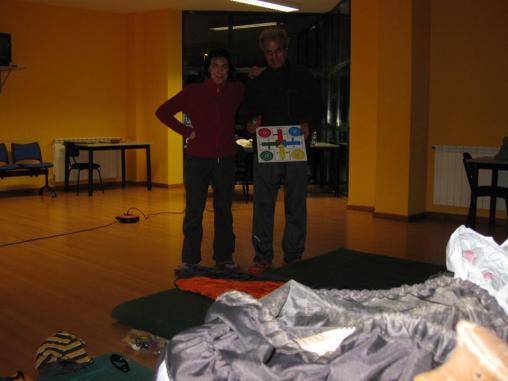 En el Centro social encontramos colchonetas de gimnasio y hasta un parchís.